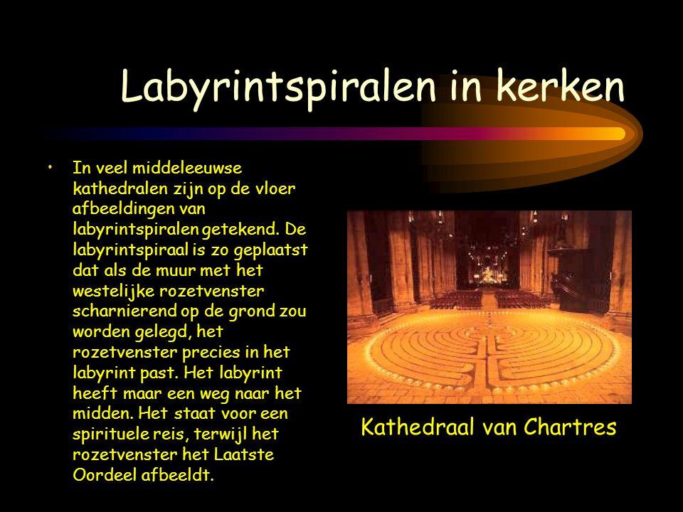 Labyrintspiralen in kerken •In veel middeleeuwse kathedralen zijn op de vloer afbeeldingen van labyrintspiralen getekend. De labyrintspiraal is zo gep