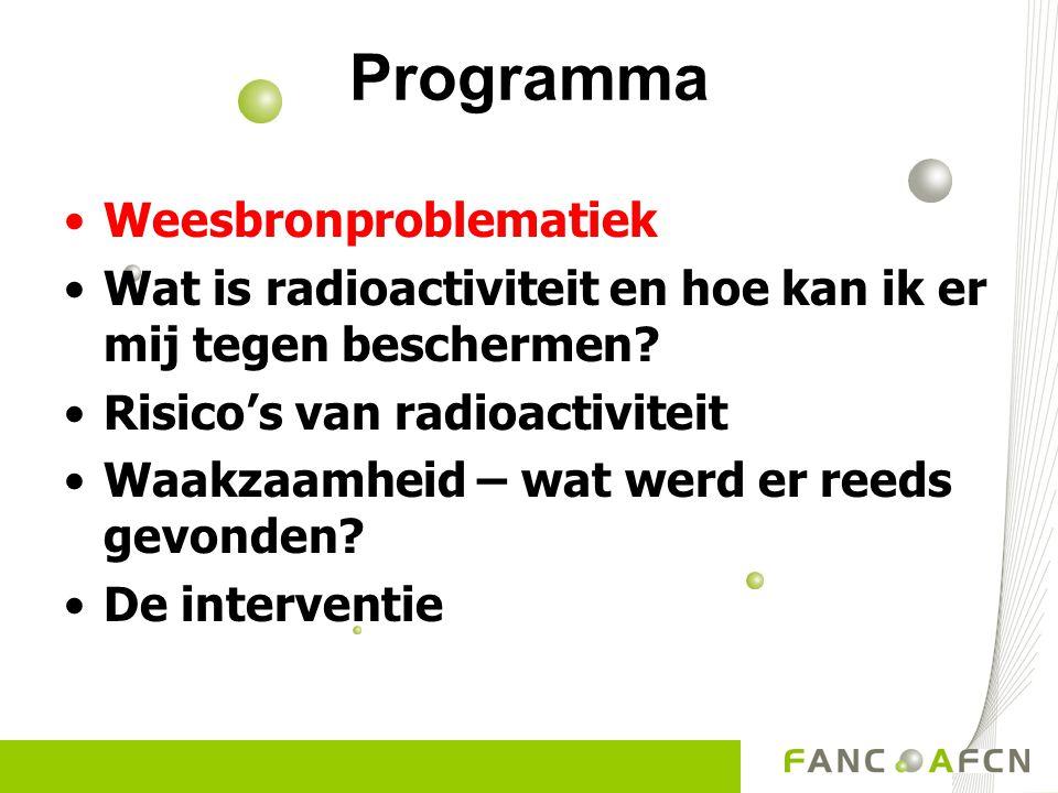 Problematiek Vele toepassingen van radioactiviteit Strikt gereglementeerd KB van 20/07/01 houdende algemeen reglement op de bescherming van de bevolking, van de werknemers en het leefmilieu tegen het gevaar van de ioniserende stralingen