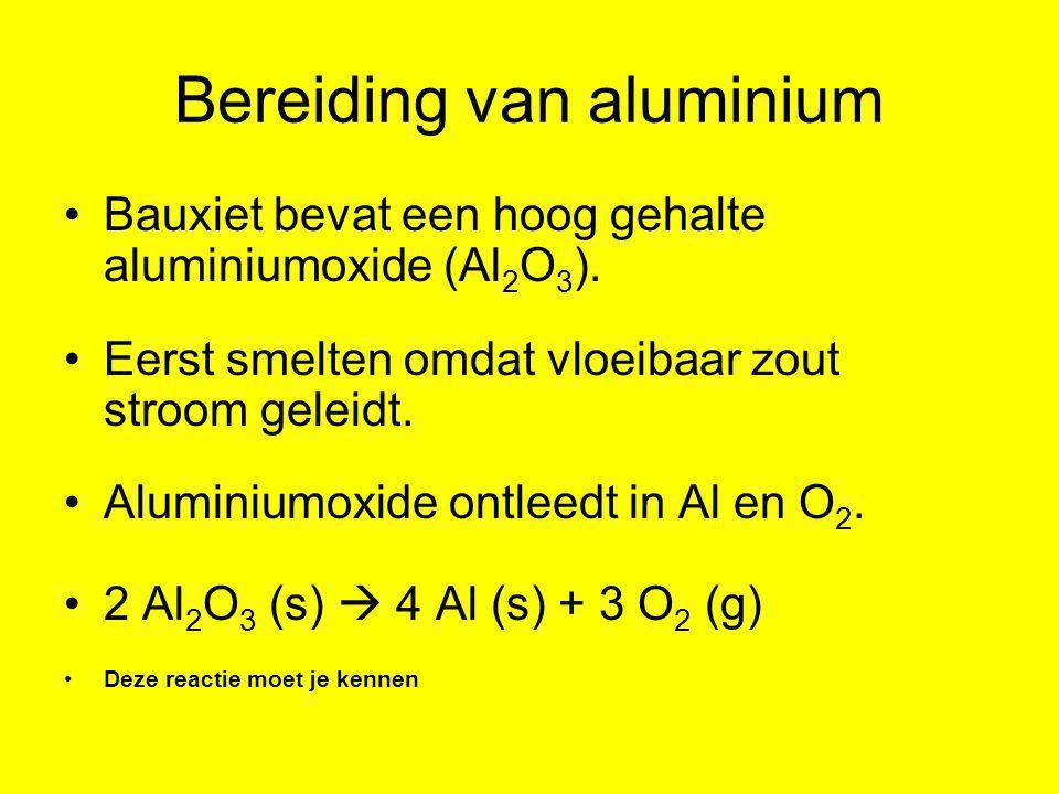 Bereiding van aluminium •Bauxiet bevat een hoog gehalte aluminiumoxide (Al 2 O 3 ). •Eerst smelten omdat vloeibaar zout stroom geleidt. •Aluminiumoxid