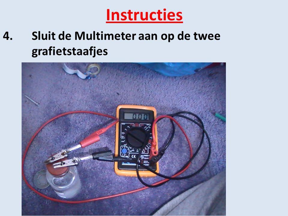 Instructies 4.Sluit de Multimeter aan op de twee grafietstaafjes