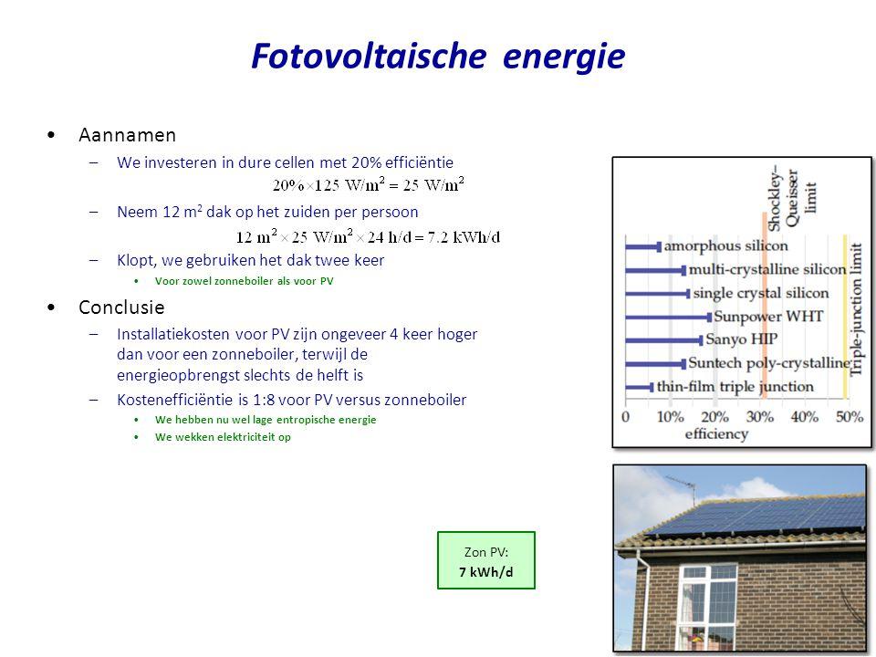 •PV farm voor Nederland –We bedekking 20% van Nederlandse landbouwgrond met PV cellen •Lage efficiëntie van 10% (want die zijn het goedkoopste) •In 2008 werd er in Nederland 104 TWh opgewekt •Dat is 17 khW/d/p •Maar we willen ook transport elektrificeren –PV farm kan best samen met windturbines •Context –Wereldwijd is 40 000 MW (2010) geinstalleerd –Dat is capaciteit in MW-piek en niet MW gemiddeld •1 Wp (Watt-peak) is gedefineerd voor een lichtinval van 1000 W/m2, waarbij de PV cel een temperatuur heeft van 25 oC •In Nederland is de gemiddelde lichtinval 125 W/m2 •Dat betekent dat we 8 keer meer PV cellen moeten installeren, dan men op basis van Wp zouden verwachten –We installeren dan ongeveer 100 keer het totale PV vermogen dat nu op Aarde aanwezig is –Het zou op dit moment 630 G$ kosten –Verdere problemen •Schaarste materialen •Opslag van energie PV oefening PV farm (132 m 2 /p) 40 kWh/d