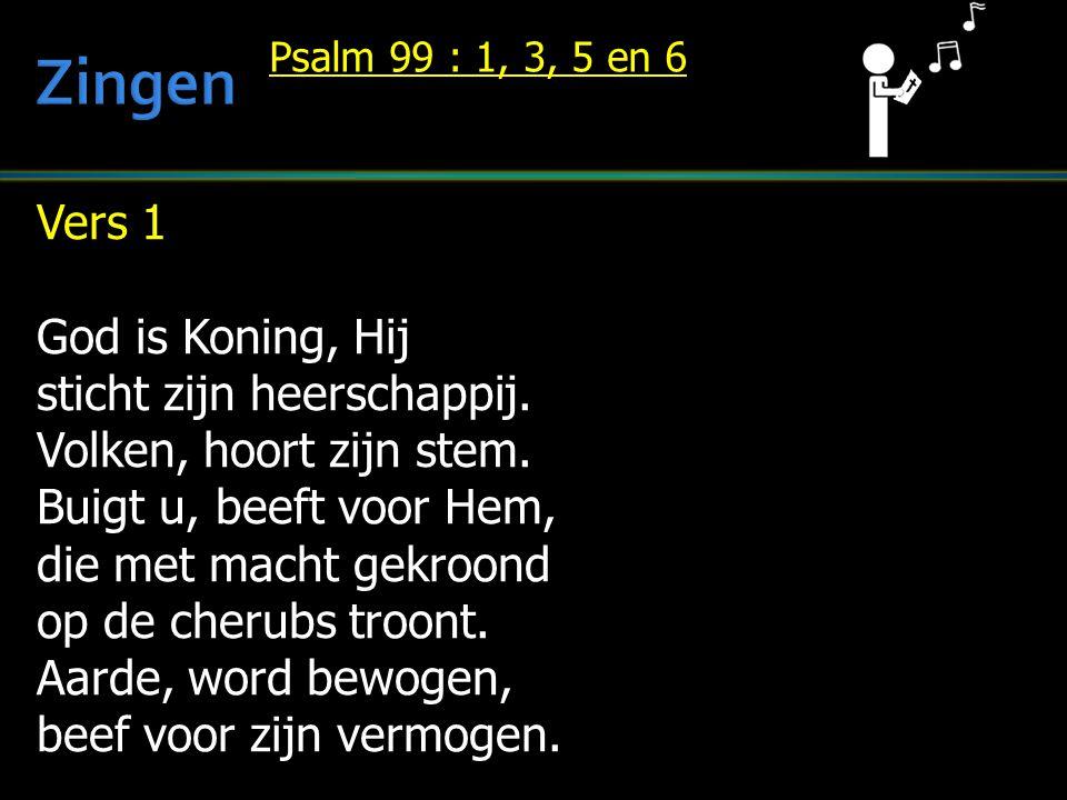 Vers 1 God is Koning, Hij sticht zijn heerschappij. Volken, hoort zijn stem. Buigt u, beeft voor Hem, die met macht gekroond op de cherubs troont. Aar
