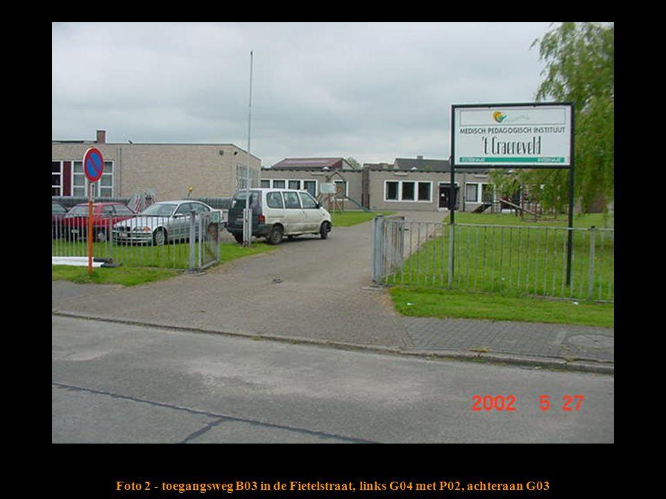 Foto 2 - toegangsweg B03 in de Fietelstraat, links G04 met P02, achteraan G03