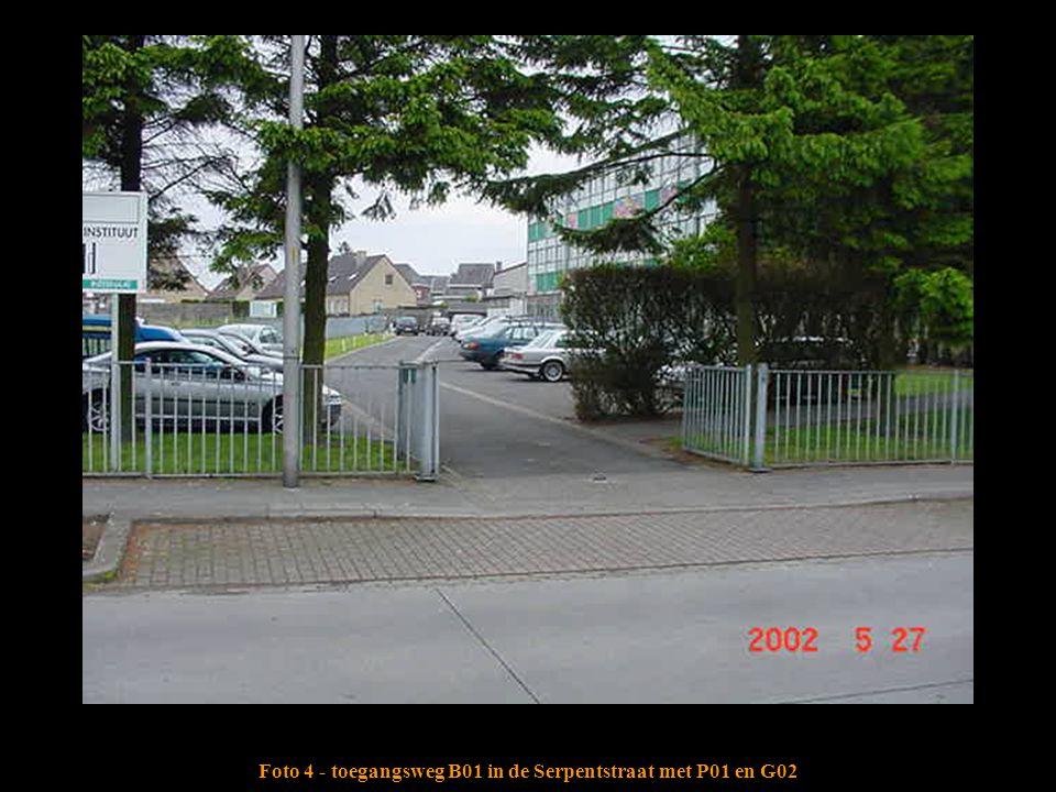 Foto 4 - toegangsweg B01 in de Serpentstraat met P01 en G02