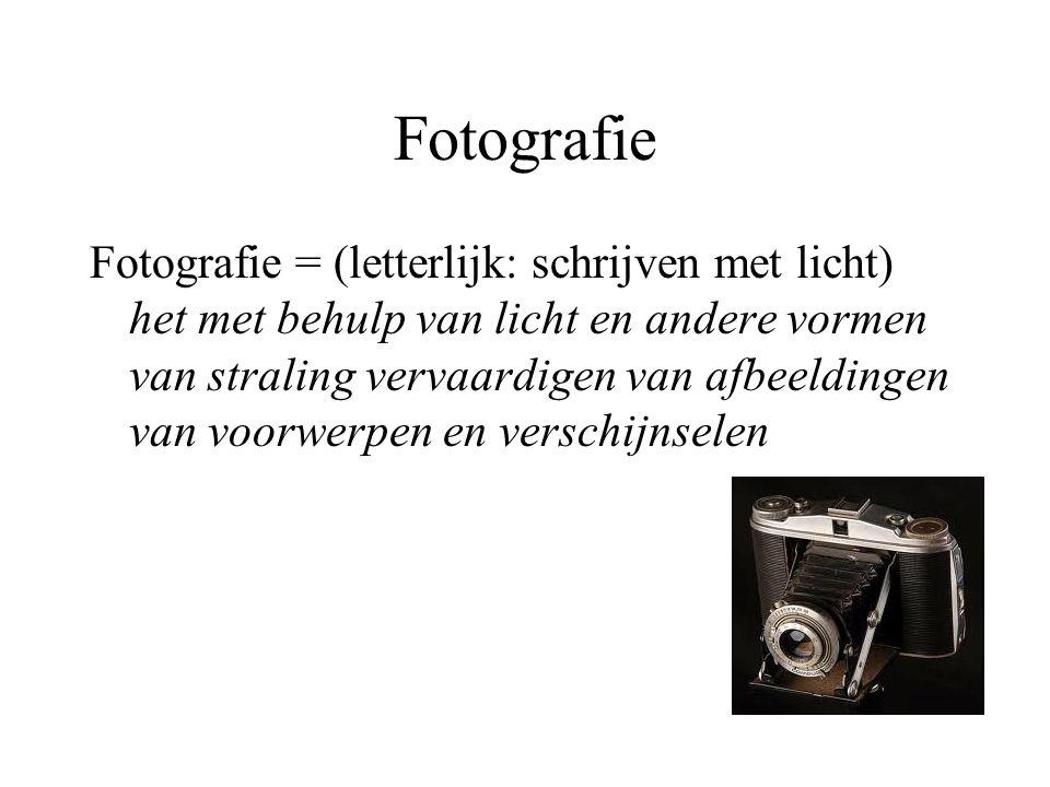Fotografie Fotografie = (letterlijk: schrijven met licht) het met behulp van licht en andere vormen van straling vervaardigen van afbeeldingen van voo