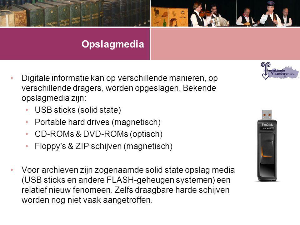 Opslagmedia •Digitale informatie kan op verschillende manieren, op verschillende dragers, worden opgeslagen. Bekende opslagmedia zijn: •USB sticks (so