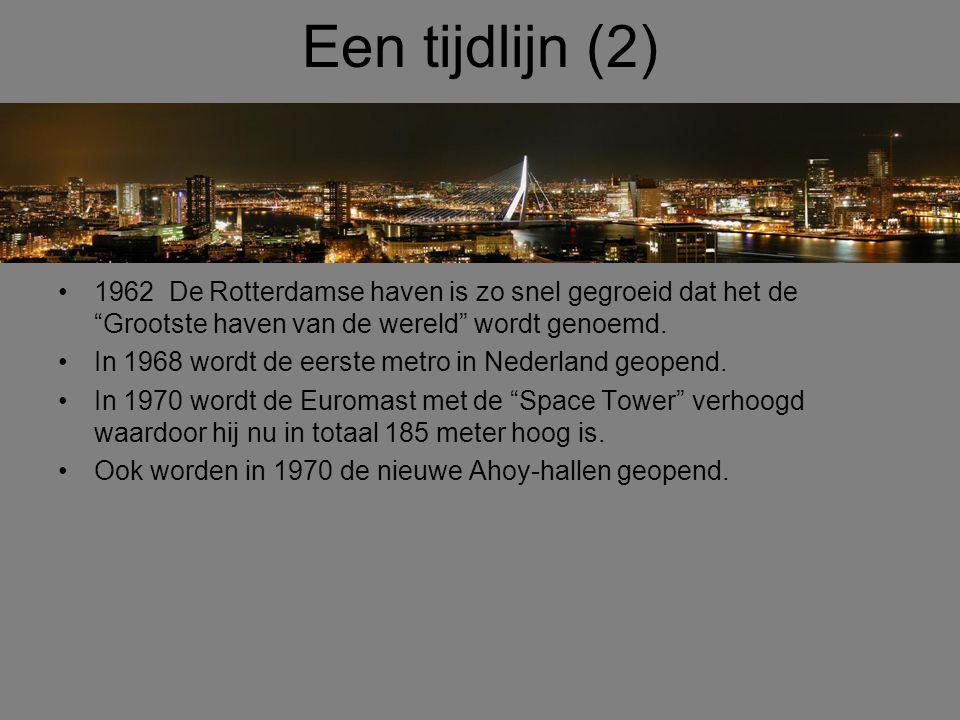 """Een tijdlijn (2) •1962 De Rotterdamse haven is zo snel gegroeid dat het de """"Grootste haven van de wereld"""" wordt genoemd. •In 1968 wordt de eerste metr"""