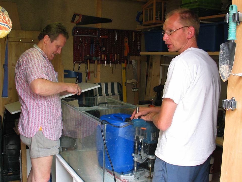 Aquariumvereniging Aponogeton • Wij draaien ons hand er niet voor om, maken in 10 a 20 minuten professioneel uw bak lek.