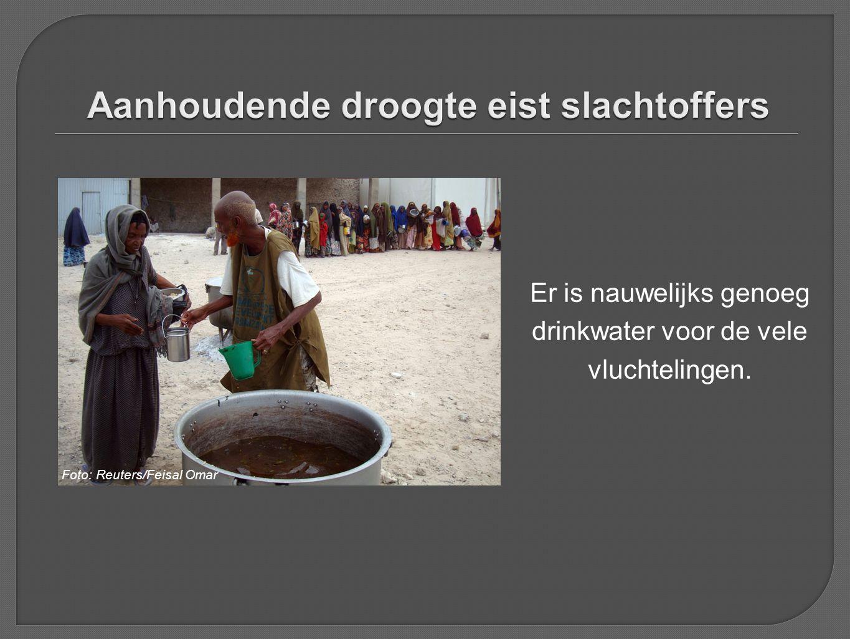 Er is nauwelijks genoeg drinkwater voor de vele vluchtelingen. Foto: Reuters/Feisal Omar