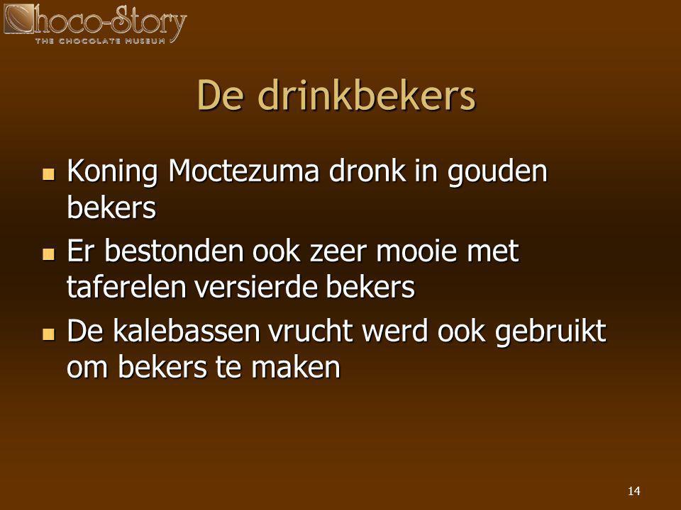 14 De drinkbekers  Koning Moctezuma dronk in gouden bekers  Er bestonden ook zeer mooie met taferelen versierde bekers  De kalebassen vrucht werd o