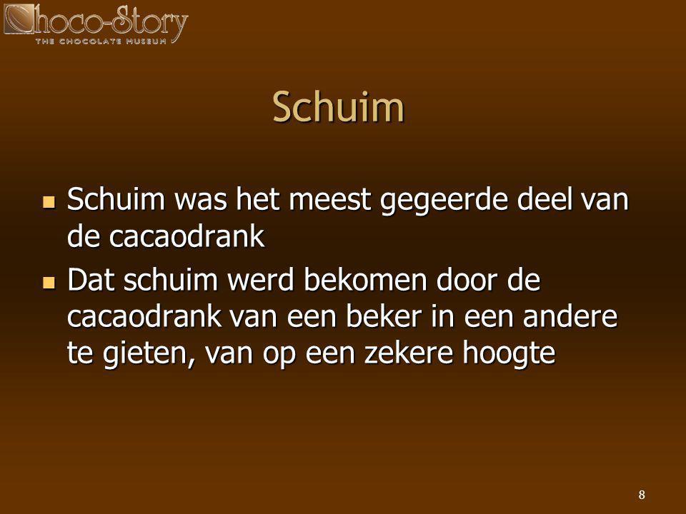 8 Schuim  Schuim was het meest gegeerde deel van de cacaodrank  Dat schuim werd bekomen door de cacaodrank van een beker in een andere te gieten, va