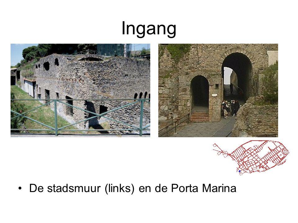 Ingang •De stadsmuur (links) en de Porta Marina