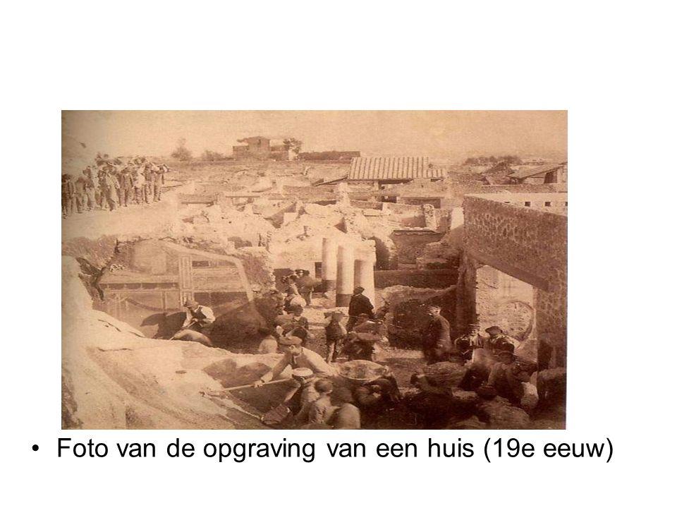 •Foto van de opgraving van een huis (19e eeuw)