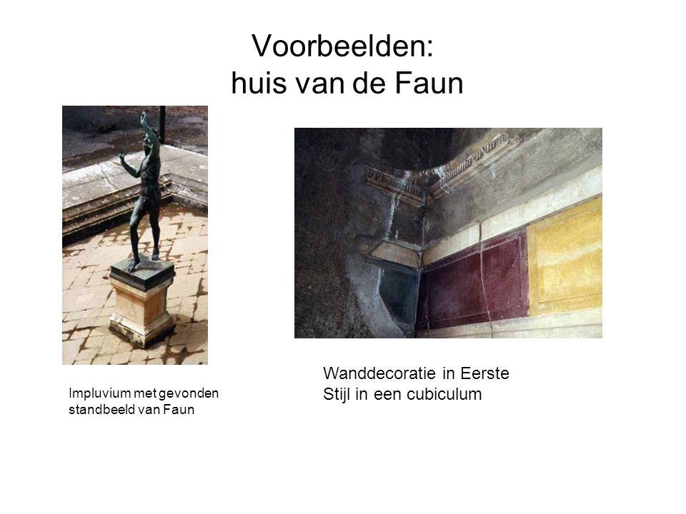 Voorbeelden: huis van de Faun Impluvium met gevonden standbeeld van Faun Wanddecoratie in Eerste Stijl in een cubiculum