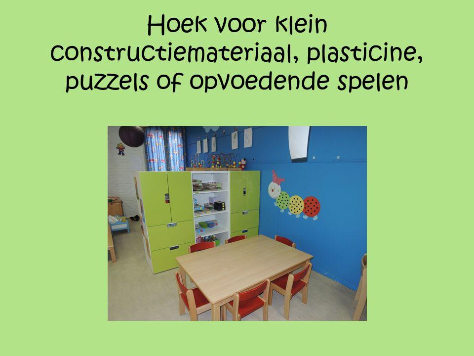 Hoek voor klein constructiemateriaal, plasticine, puzzels of opvoedende spelen