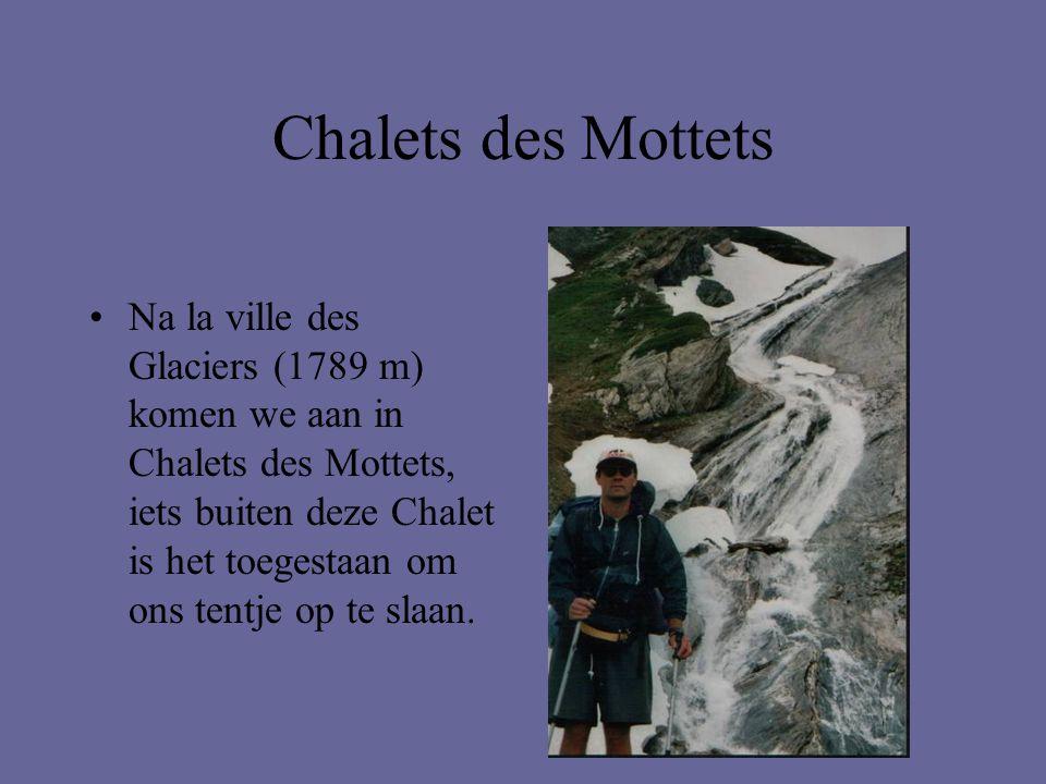 Chalets des Mottets •Na la ville des Glaciers (1789 m) komen we aan in Chalets des Mottets, iets buiten deze Chalet is het toegestaan om ons tentje op