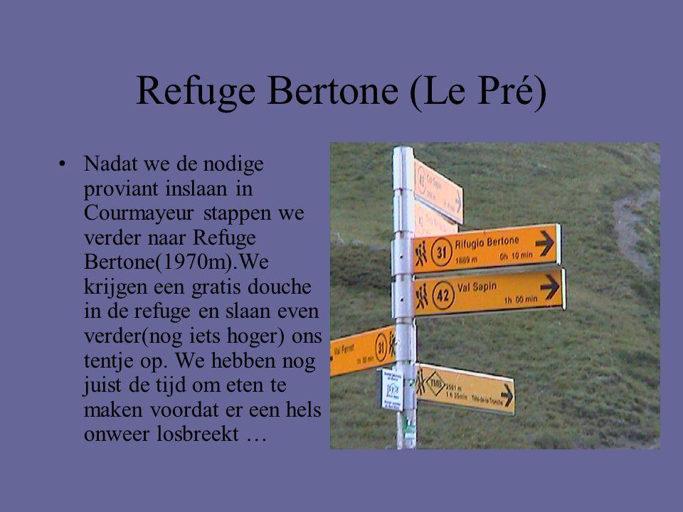 Refuge Bertone (Le Pré) •Nadat we de nodige proviant inslaan in Courmayeur stappen we verder naar Refuge Bertone(1970m).We krijgen een gratis douche i