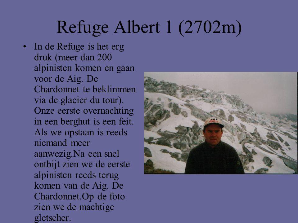 Refuge Albert 1 (2702m) •In de Refuge is het erg druk (meer dan 200 alpinisten komen en gaan voor de Aig. De Chardonnet te beklimmen via de glacier du