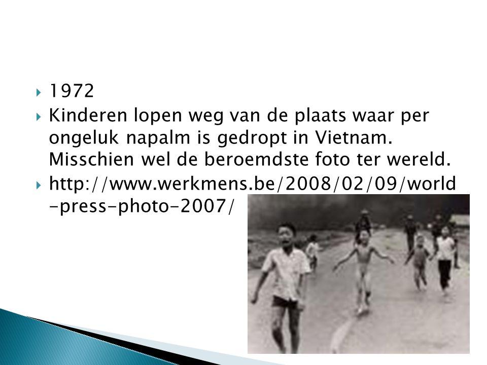  1972  Kinderen lopen weg van de plaats waar per ongeluk napalm is gedropt in Vietnam.