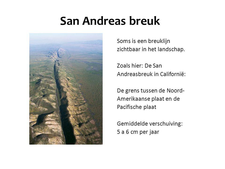 San Andreas breuk Soms is een breuklijn zichtbaar in het landschap.