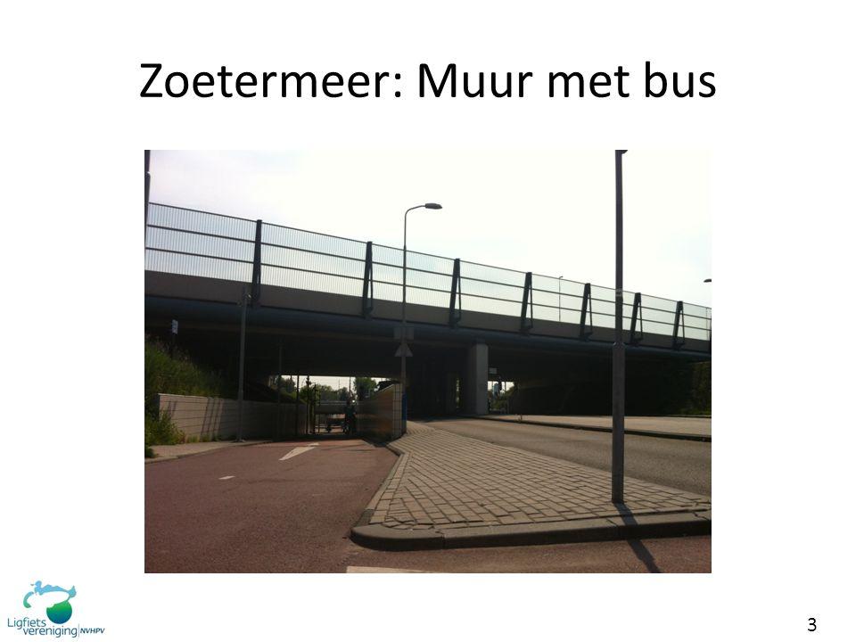 3 Zoetermeer: Muur met bus