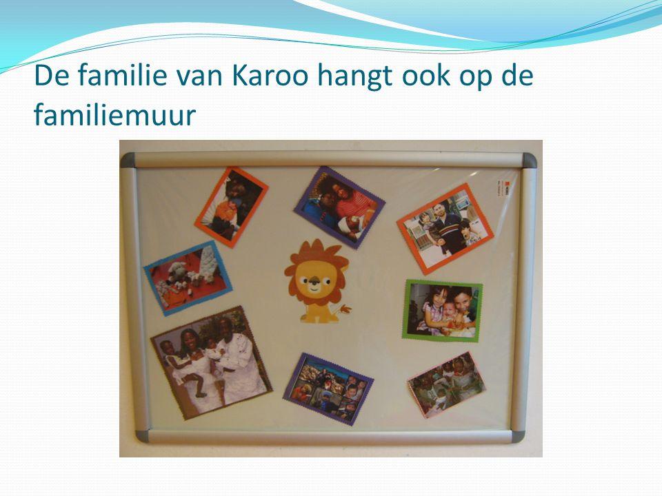 De familie van Karoo hangt ook op de familiemuur