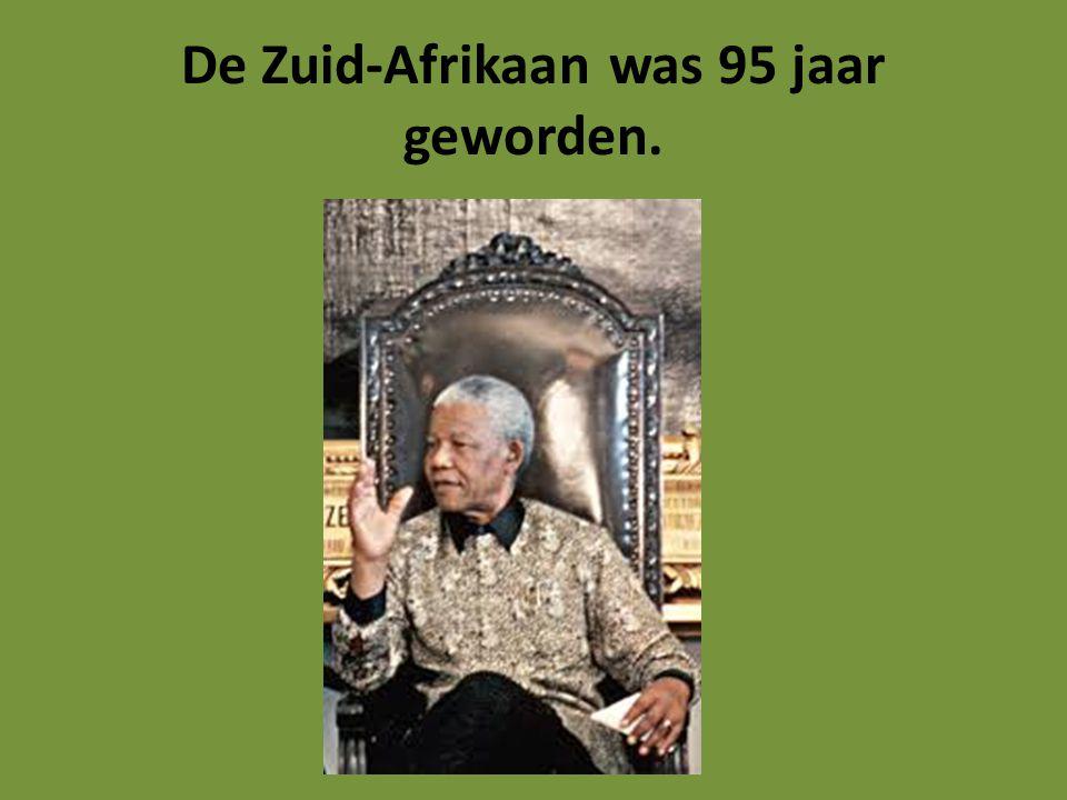Bewondering Bijna iedereen bewonderde Mandela.Hij stond bekend als een wijs man.