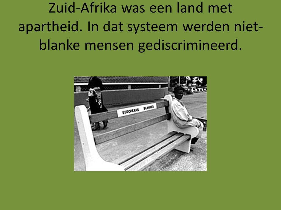 In 1989 liet de president van Zuid- Afrika Mandela vrij.