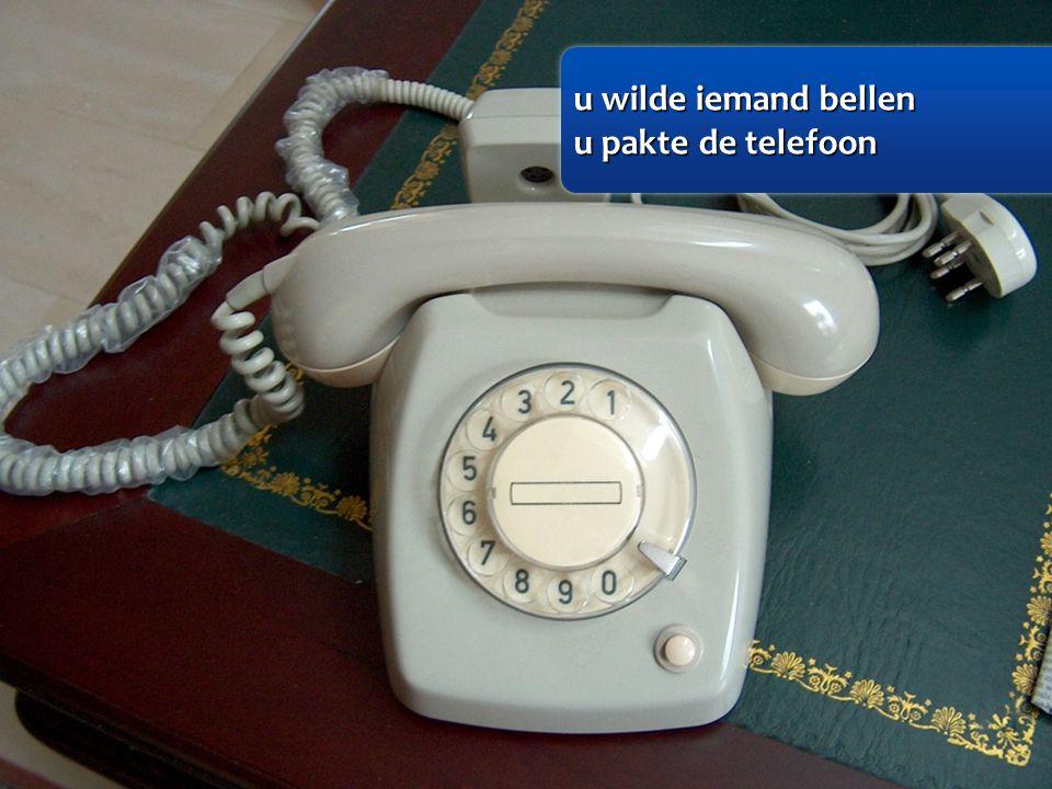 u wilde iemand bellen u wilde iemand bellen u pakte de telefoon u pakte de telefoon u wilde iemand bellen u wilde iemand bellen u pakte de telefoon u pakte de telefoon