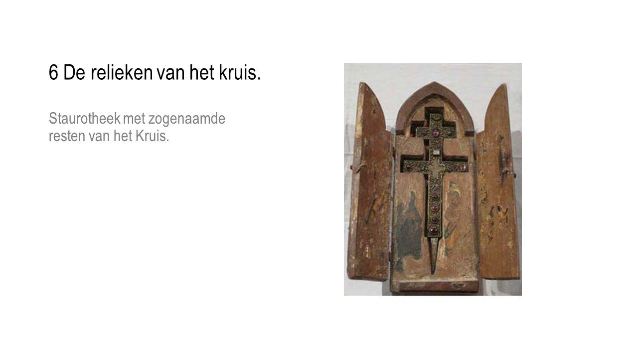 Staurotheek met zogenaamde resten van het Kruis. 6 De relieken van het kruis.