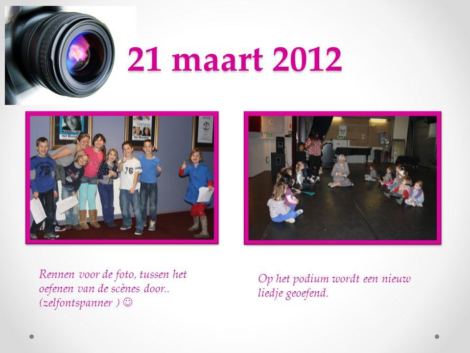 21 maart 2012 Rennen voor de foto, tussen het oefenen van de scènes door..
