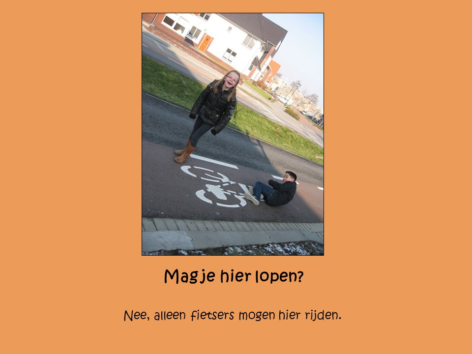 Mag je hier lopen? Nee, alleen fietsers mogen hier rijden.