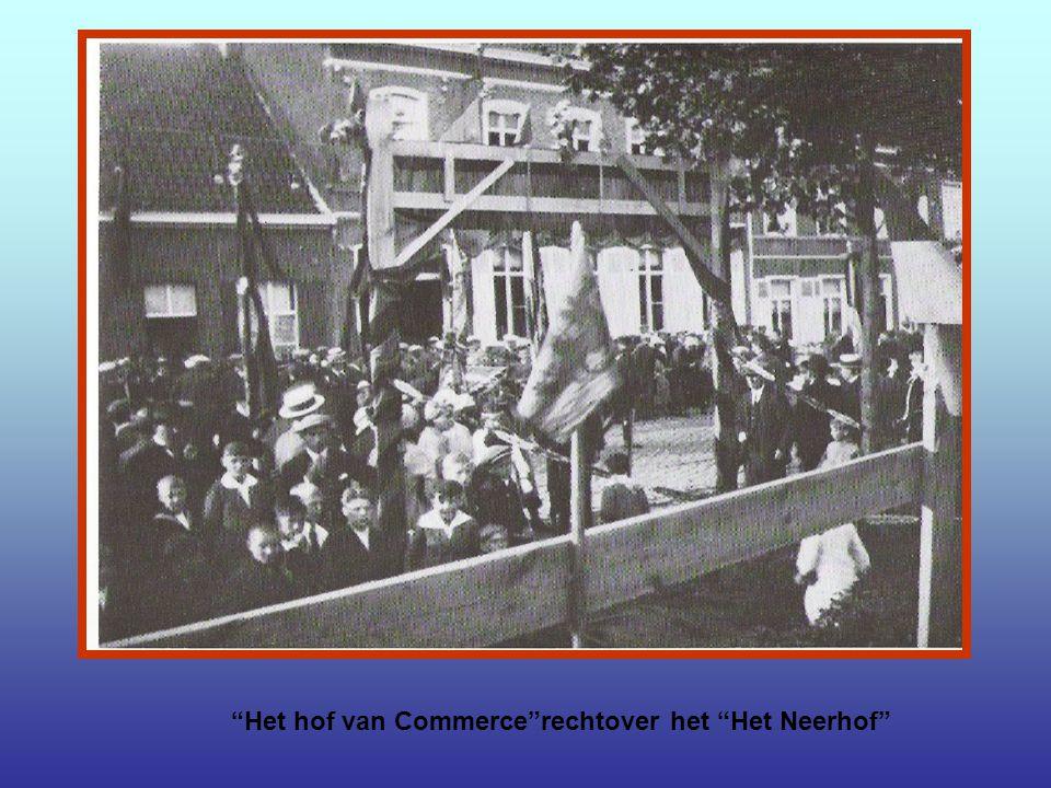 De vijftigste verjaardag van Deken De Bo's overlijden.Deze vond plaats op 8 September 1935.Uiterst links op de foto koster André Nolf.