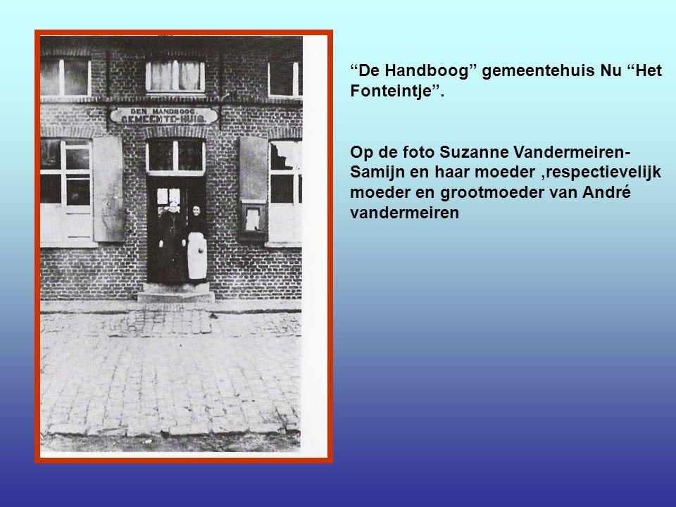 Kapelleke O.L.Vrouw van Vlaanderen aan de hoek van de Schoolstaat met de Roesstraat.Het werd gewijd op zondag 5juli 1932.