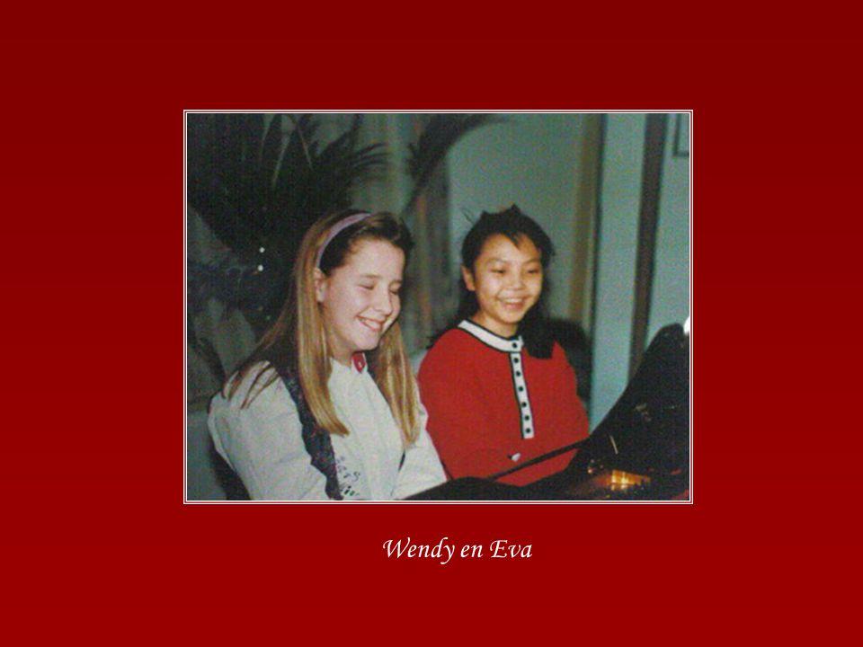 Paula was 10 jaar pianojuf en er werden twee concerten gehouden. Op zaterdag voor de kleinsten en op zondagavond voor de volwassenen. Jammer genoeg zi