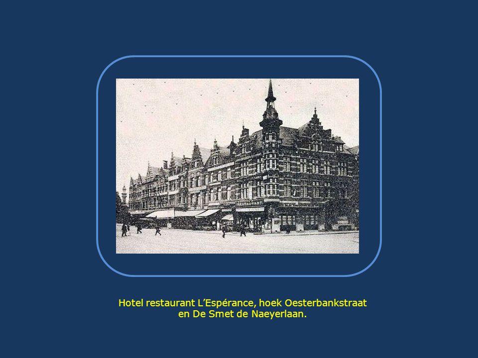 In1964 was het afgelopen met het station… de gronden bleven er enige tijd verlaten bij liggen, in afwachting van de voorlopige barakken die dienst deden als onderkomen voor de Jeugdclubs Non Stop die, wegens de afbraak van de Stadsschouwburg, een nieuwe locatie zochten.