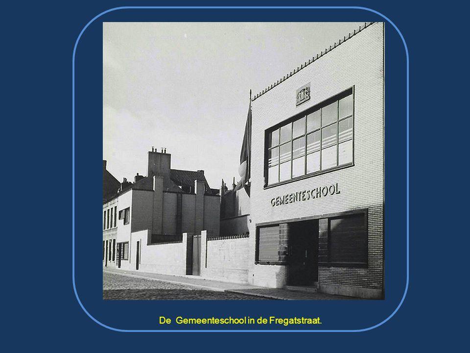 1958 : de eerste-steen-legging van het nieuwe slachthuis (ondertussen aldaar het nieuwe postgebouw) in aanwezigheid van toenmalig burgemeester Van Glabbeke met o.m.