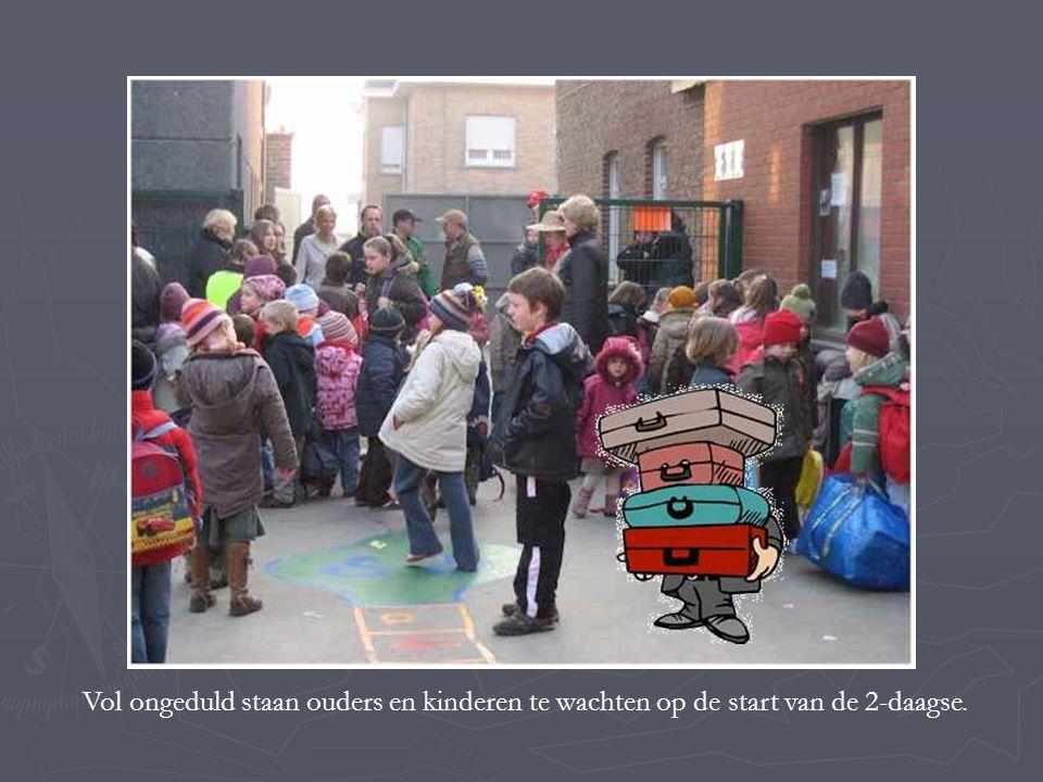 Vol ongeduld staan ouders en kinderen te wachten op de start van de 2-daagse.