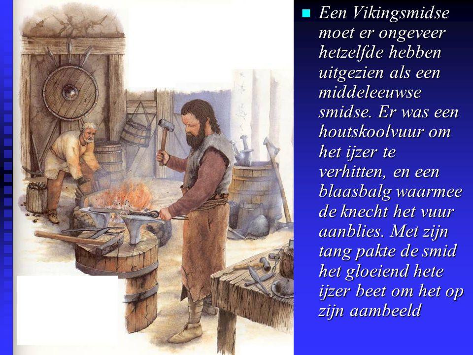 n Een Vikingsmidse moet er ongeveer hetzelfde hebben uitgezien als een middeleeuwse smidse.