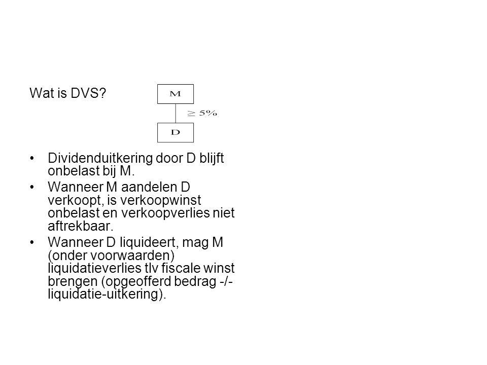 Wat is DVS? •Dividenduitkering door D blijft onbelast bij M. •Wanneer M aandelen D verkoopt, is verkoopwinst onbelast en verkoopverlies niet aftrekbaa