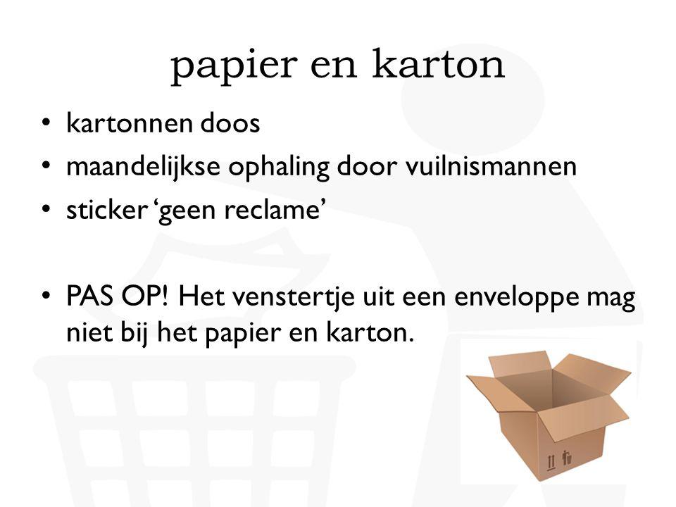 • kartonnen doos • maandelijkse ophaling door vuilnismannen • sticker 'geen reclame' • PAS OP! Het venstertje uit een enveloppe mag niet bij het papie