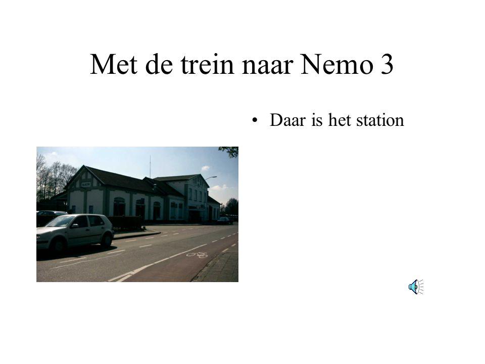Met de trein naar Nemo 2 •Voorzichtig fietsen we door de stad.