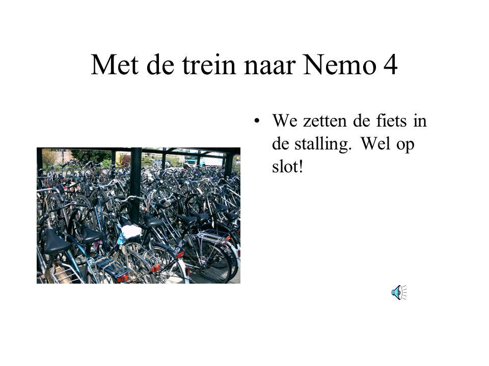 Met de trein naar Nemo 4 •We zetten de fiets in de stalling. Wel op slot!