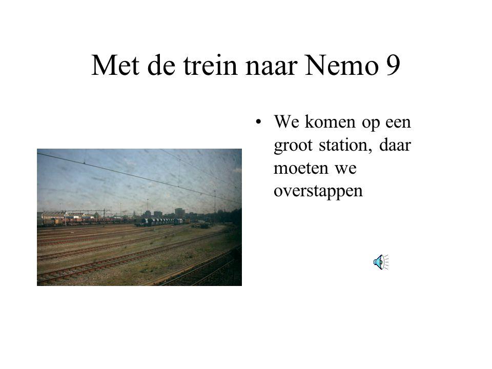 Met de trein naar Nemo 9 •We komen op een groot station, daar moeten we overstappen