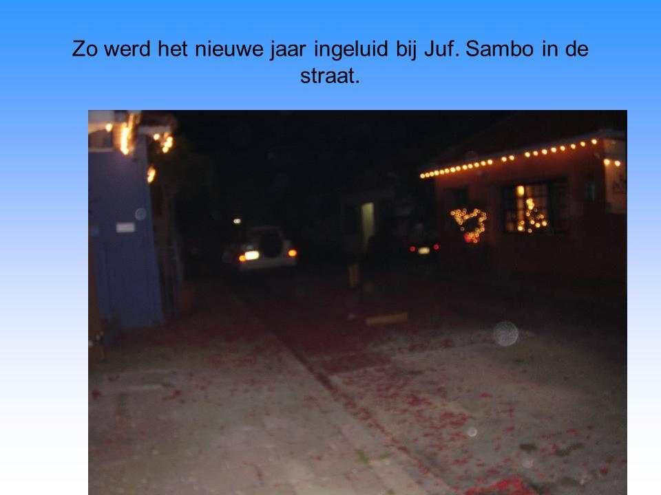 Zo werd het nieuwe jaar ingeluid bij Juf. Sambo in de straat.