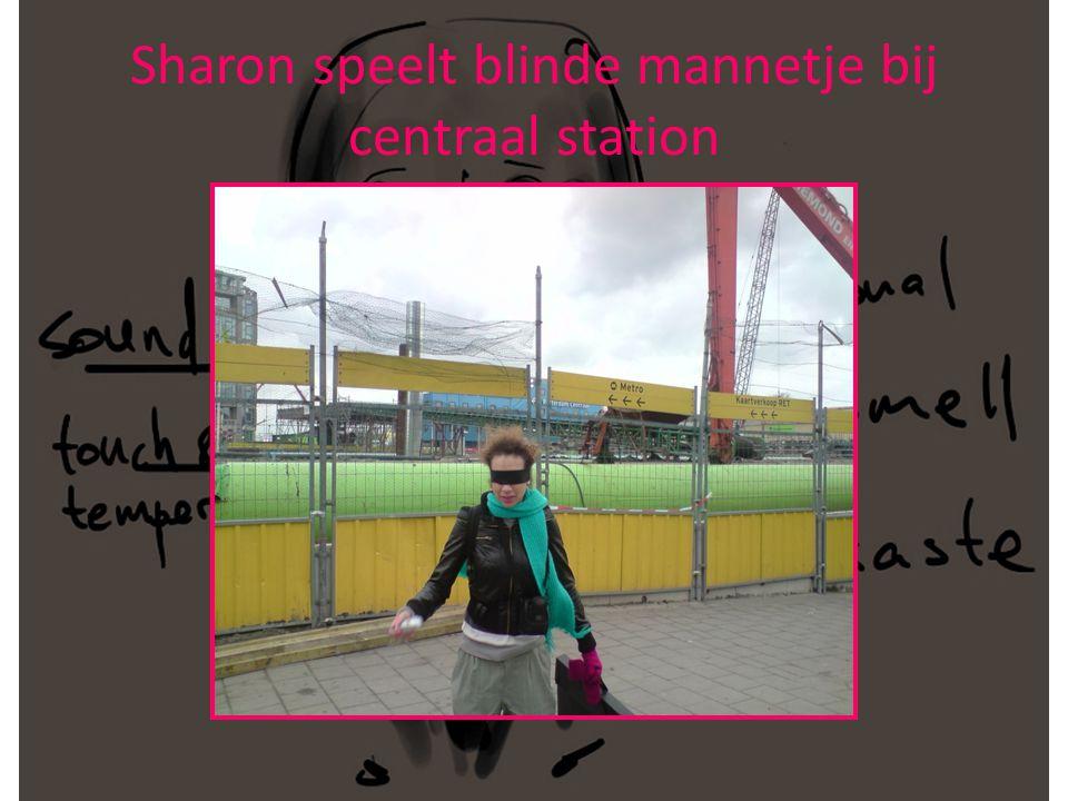 Sharon speelt blinde mannetje bij centraal station