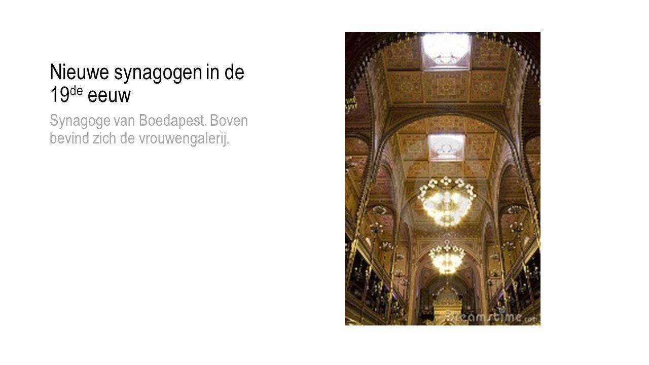 Nieuwe synagogen in de 19 de eeuw Synagoge van Boedapest. Boven bevind zich de vrouwengalerij.