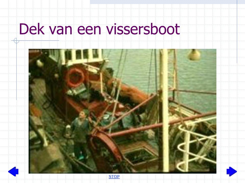 Dek van een vissersboot STOP