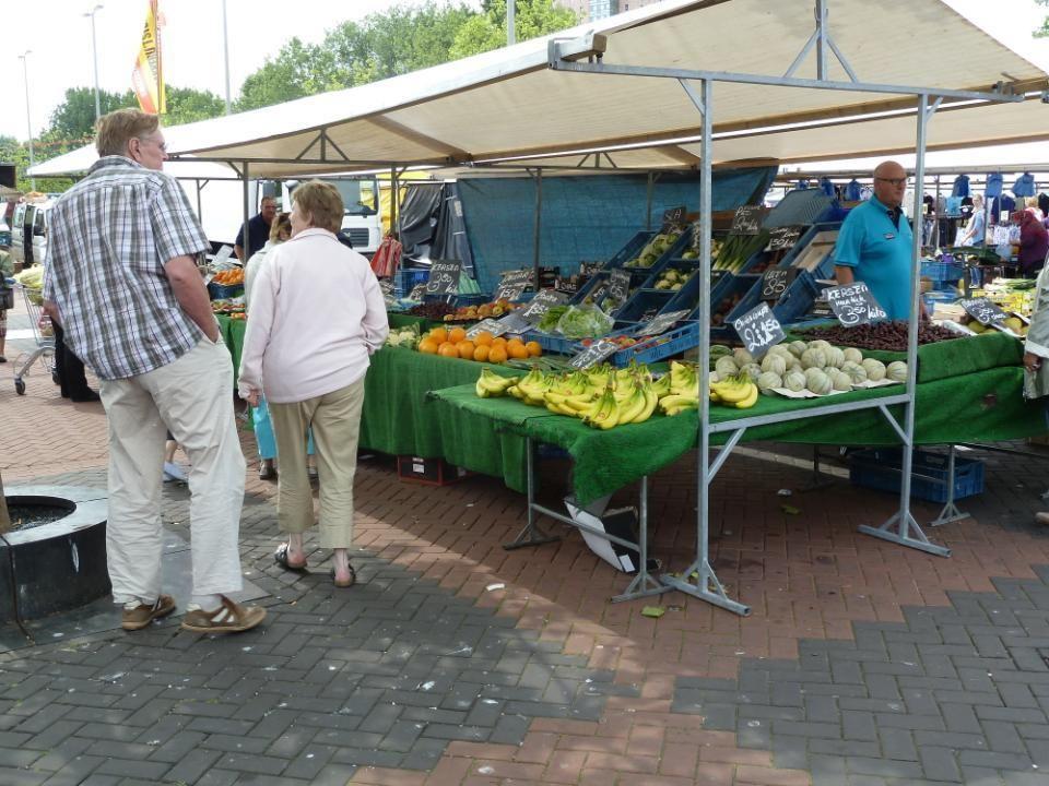 De Groenten- en Fruitkraam van de familie Horstink