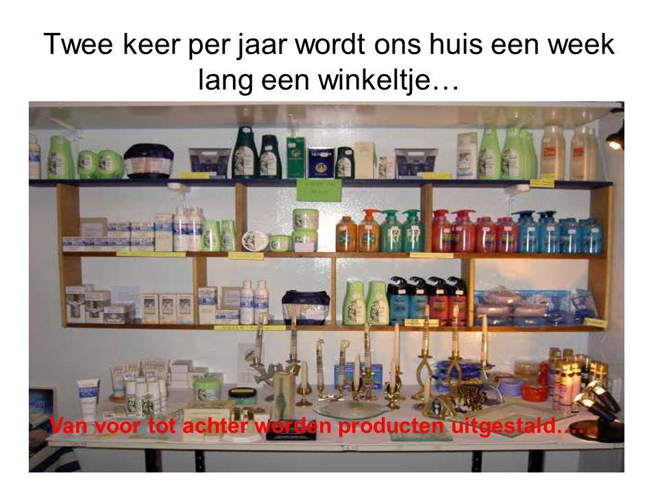 Twee keer per jaar wordt ons huis een week lang een winkeltje… Van voor tot achter worden producten uitgestald……